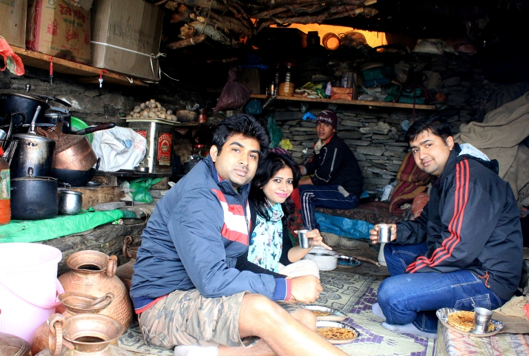 Eating Aloo Ke Paranthe at the Peak, beside Tungnath Temple