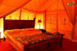 Deluxe Room, Camp